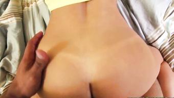 Негр пердолит студентку в вагину от первого лица