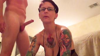 Развратная жена ублажает любимого мужа на камеру