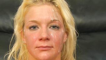 Наглец после анального траха залил спермой лицо зрелой блондинки